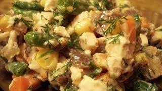 Вкусный овощной салат с шампиньонами и курицей по домашнему.
