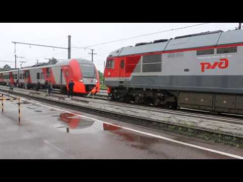 Отцепка тепловоза ТЭП70БС-320 на станции Луга