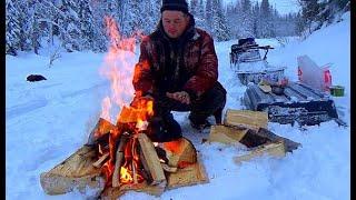 Зимняя рыбалка в заснеженной тайге / Жизнь в тайге