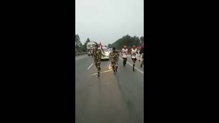 BSF Jawans run along with Samir Singh Ultramarathoner during his 15,000 Km run