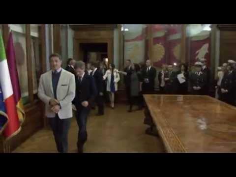 Il Sindaco Alemanno consegna Lupa Capitolina a Sylvester Stallone in occasione del festival internazionale del film di Roma