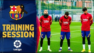 Barça players pay tribute to Diego Maradona ahead of training