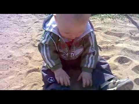 Мальчик показывает писку на видео фото 611-831