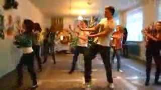 Павел Воля-я танцую танец 6 школа 8Б