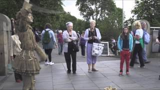 'The Golden Lady' - Living Statue Street Performance at the Edinburgh Fringe Festival