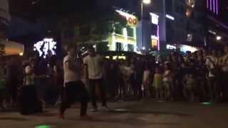 Dance in Nguyen Hue street