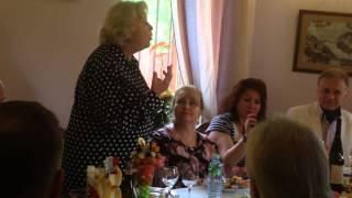 Людмила Поргина произносит тост в честь юбиляра Николая Зиновьева