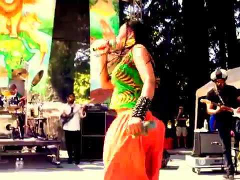 Nkulee Dube live at 2012 Reggae On The River (2)
