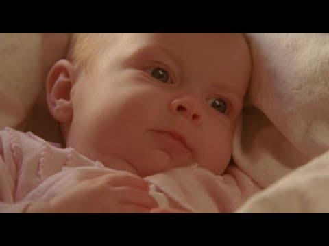 6分钟看懂恐怖片《格蕾丝》古怪婴儿喝血吃肉,难道魔鬼重降人间?