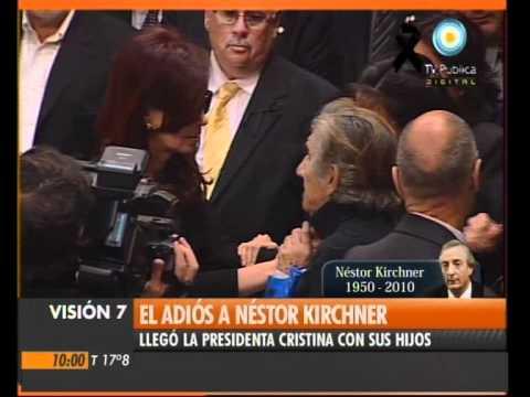 Visión Siete: El adiós a Kirchner: La presidenta y sus hijos