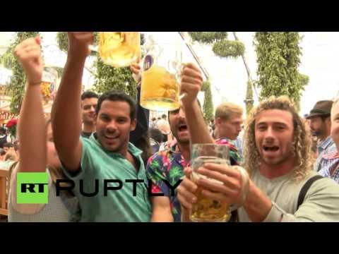В Мюнхене проходит традиционный фестиваль пива Октоберфест