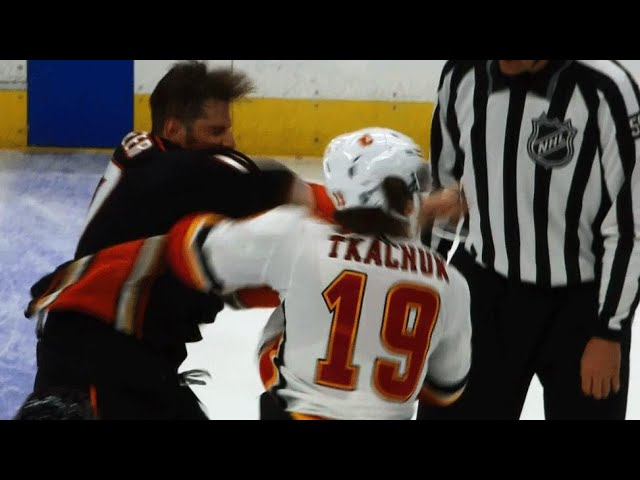 Ryan Kesler sends Matthew Tkachuks mouthguard flying with right fist