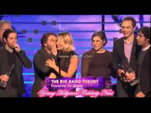 Friendly Exes Kaley Cuoco & Johnny Galecki Hold Hands Backstage At People's Choice Awards Watch Now!