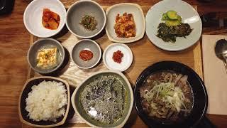 동그라미 그릇들에 놓인 한식 라미식탁 맛집 카페 먹방 …
