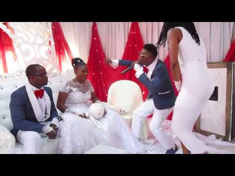 Nasopolo thrilling fans at a wedding ceremony