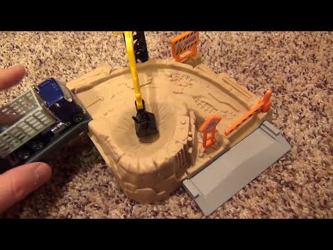 Hot Wheels World Construction Site Playset with Working Crane Dump Truck