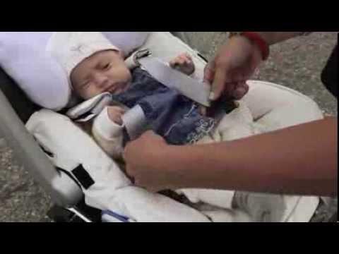 Как должен лежать ребенок в автолюльке