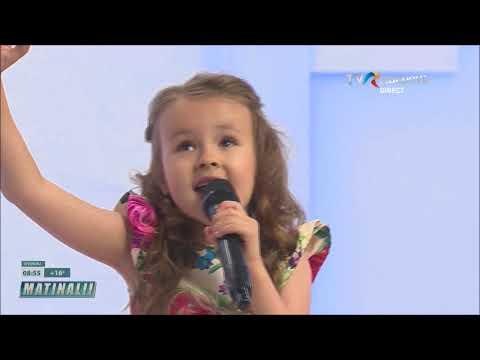 "Evelina Rusu singing ""Lacrima"""