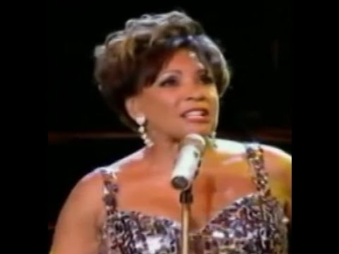 Shirley Bassey - GOLDFINGER / Fan Comments After The Show (2009 Live at Electric Proms)
