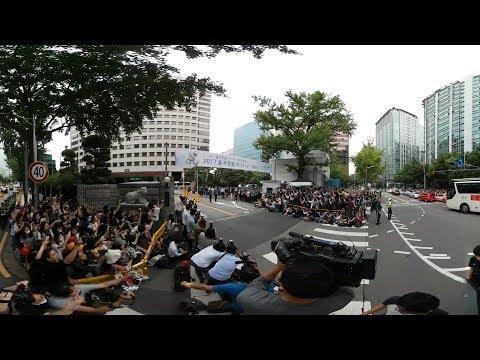 [VR현장] 최시원·최강창민 전역…수천 명의 팬들 경찰청 에워싸