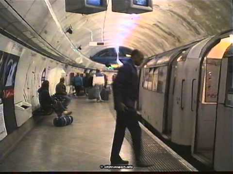 """The famous London """"Mind The Gap"""" Message"""