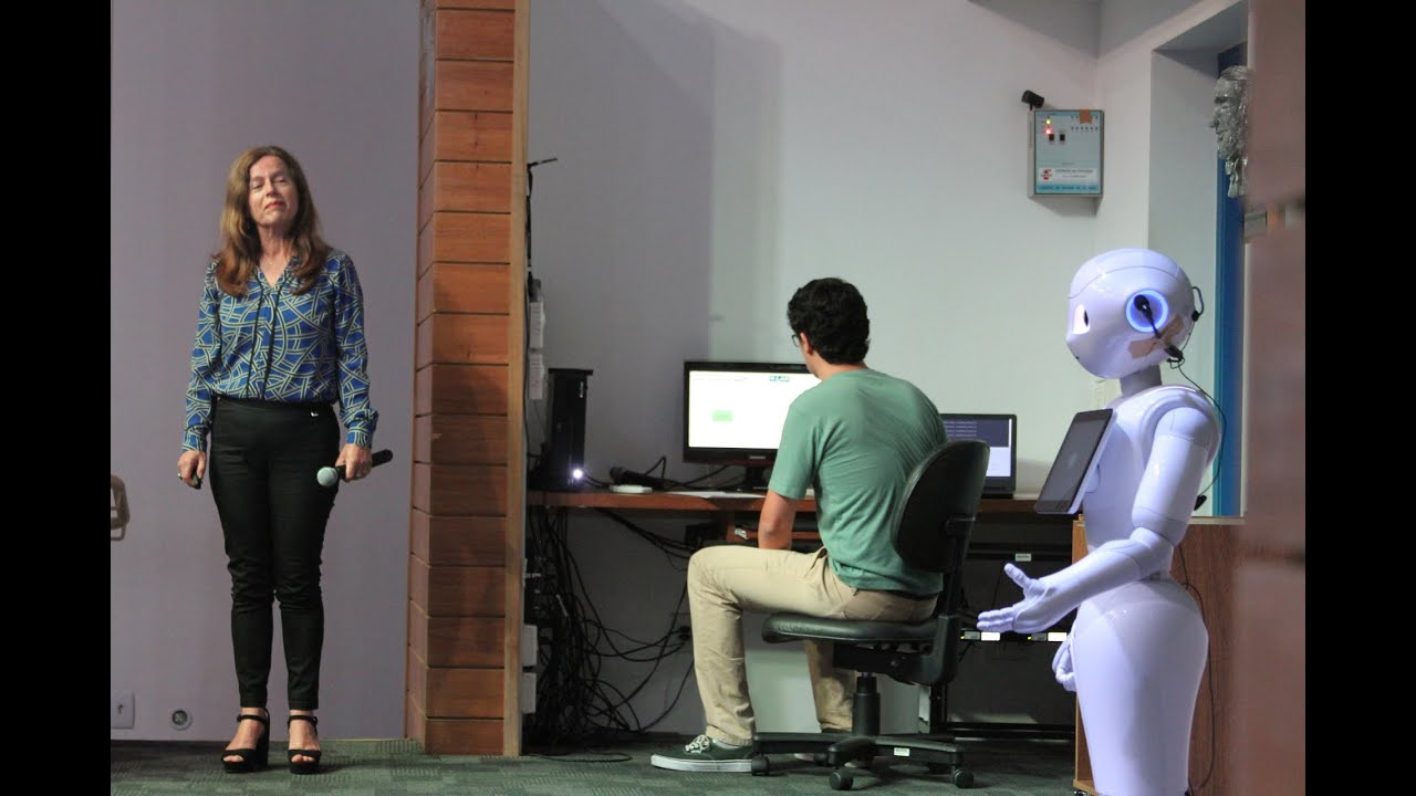 Humanoides e kits robóticos em sala de aula