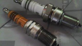 Vérifier l'état des bougies sur un moteur essence.