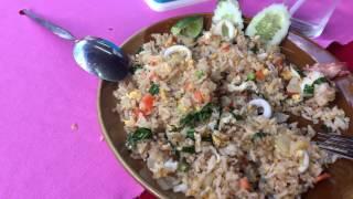 Обжор на жареный рис с яйцом, морепродуктами в Таиланде остров Пхукет цены 60 бат (120 руб) 2016 год