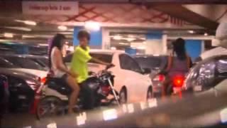 Repeat youtube video จะทำอย่างไรถ้าเจอคน...กันในรถ - AXE Shaking Car