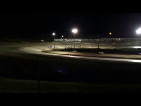 9/2/2016 Gillette Thunder Speedway heat race (outside)