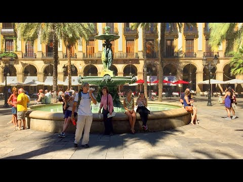 BARCELONA WALK | Plaça Reial - Royal Plaza with Fountain and Palm Trees | Spain
