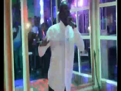 Prestation de l'artiste abdel azizny au baron night club de port-gentil  Gabon
