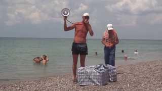 Прикол! Вован продает пирожки на пляже...
