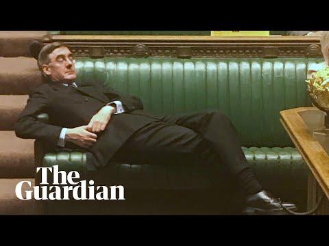 Un diputado 'tory' siembra la polémica al echarse una siesta en pleno debate del Brexit