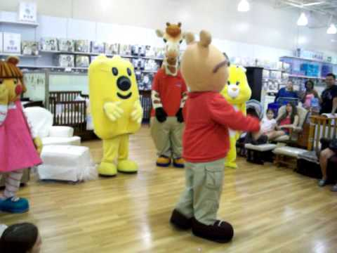 Cartoon Characters Dance To Thriller At Toys R Us Youtube