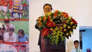 Hiệu trưởng Bùi Văn Thanh phát biểu chia sẻ đôi điều