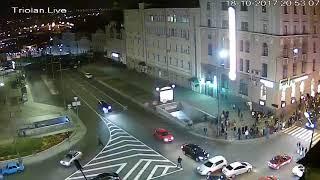 ДТП на Сумской, Момент столкновения Лексуса с Таурегом и вылет на тротуар с двух ракурсов Харьков.