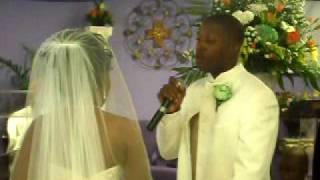 DRL Tv @  A Wedding  Where Groom Sings To His Bride While Coming Up The Aisle