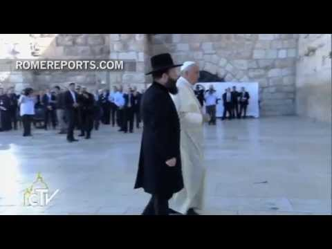Pope Francis prays for peace before the Western Wall