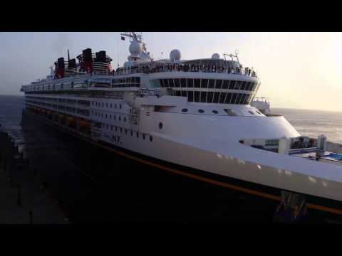 Disney Magic vs Carnival Valor cruise ships horn battle