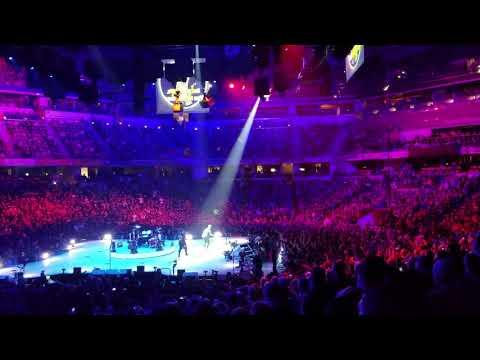 Crystal - Jim Breuer Leads Indy in Jumbo-Tron Karaoke For Metallica Warm Up