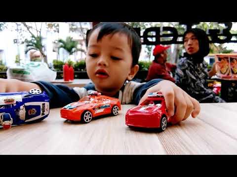 Mobil Mainan Terbaruku ... Mobil Polisi ,,, Uwiw,,,Uwiw,,,,