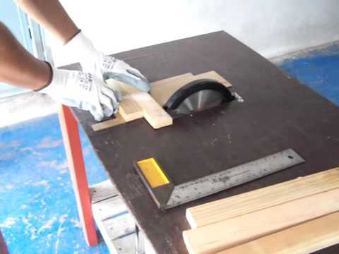 Cutting a wood with DIY Circular Saw table