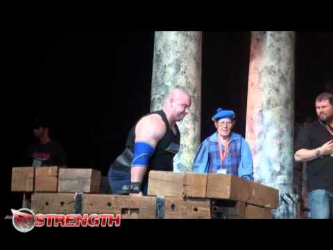 Mike Jenkins wins the Frame Carry at the 2012 Arnold Strongman Classic