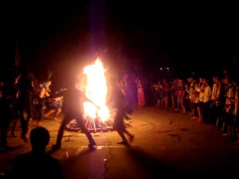 clip hội trại Đinh Tiên Hoàng đốt lửa trại, múa+ biểu diễn thời trang
