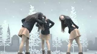 新しいNBBのCMのかしゆかバージョンです。 そして、2010年11月10日に発売されるPerfumeの新しいシングル: 「ねぇ」 が使われています...