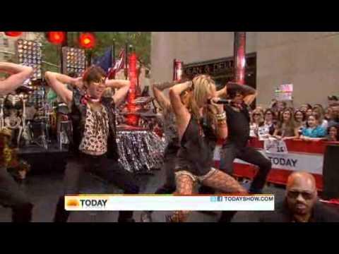 Ke$ha - Tik Tok ( Live Today Show  08/13/2010