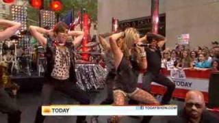 Ke$ha - Tik Tok ( Live Today Show  08/13/2010