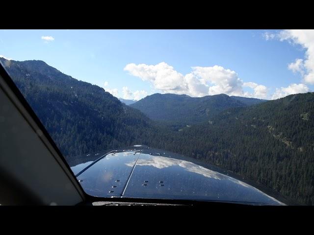 Dahker Kodiak airplane landing at Minam River Lodge airstrip, Oregon