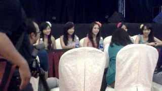 Konferensi pers member JKT48 di pacific palace hotel ballroom Batam 13 Oktober 2013